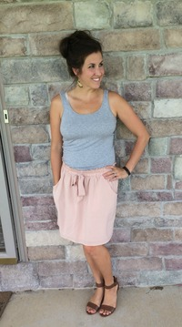 hot mom pics rmslab wore real mom style rose bow front skirt realmomstyle