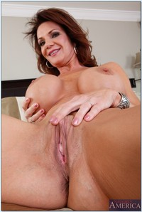 hot moms gallery pics pictures old momma deauxma spreading sexy soft ass cheeks here