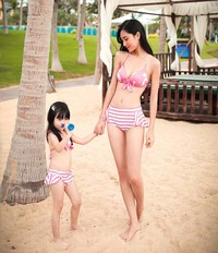 hot moms in bikini liuliu shop cabinet imgrc store item qzy