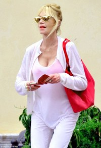 hot moms in underwear tvshowbiz looking fuchsia melanie griffith ordinates hot pink underwear bag italy filing divorce antonio banderas