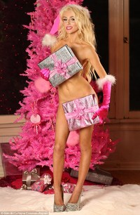 hot nude mothers tvshowbiz courtney stodden strips naked wraps christmas presents