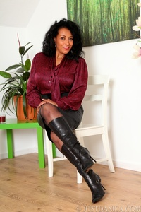 hot sexy mommy pics pantyhose sexy mom boots vaee