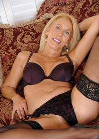 hot sexy mommy pics static allmilfs picdump hot blonde mom erica lauren sexy lingerie