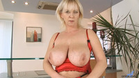 hot sexy moms grea sexy mom great tits playing herself