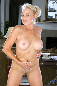 huge boob mature porn galleries eecf gallery blonde cougar veronica flaunts mature nude body huge boobs zmbaemr