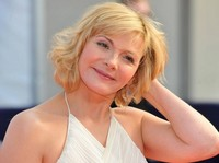 images mature women kim cattrall hairstyle women over chic short cut older cattralls blonde