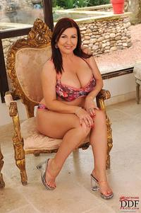 images milfs busty milf tempting chair pics