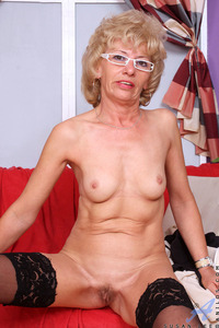 mature and granny porn galleries pictures susan lee black undies mature granny porn women beautiful more sue