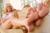 mature foot porn queen mature foot fetish models mona lisa