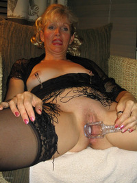 mature granny pics get main photos mature granny spreading vagina wide open using speculum examiner