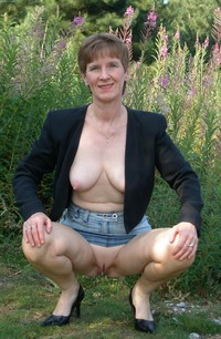 mature housewives porn mature old granny housewives hairy panties voyeur all
