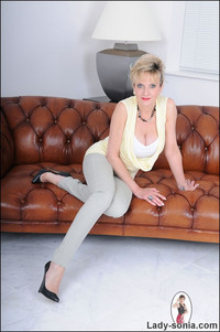 mature lady porn pictures gallery tight jeans cleavage mature
