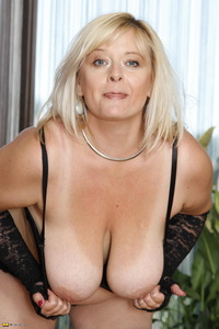 mature mamas gallery thum galleries momsgall mama milf handyman large breasted