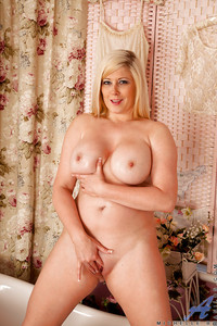 mature milf bank pics pictures voluptuous mature blonde stripping teasing shaved cunt