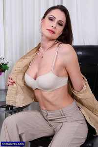 mature milf galleries milf galleries nora noir bras from anilos attachment