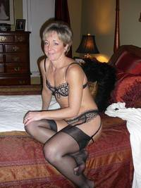 mature milf galleries mature porn hams please help this milf
