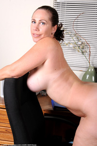 mature milf photo gallery large noayvf yearsoldpussy hairy mature milf solo spread escort home gallery spreading