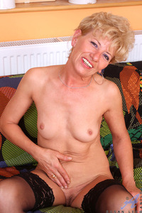 mature milf pic galleries galleries gallery seductive blonde milf bares fair skinned mature body fondles juicy snatch solo org iwxxstr