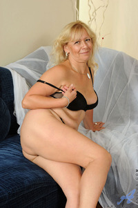 mature milf pussy galleries galleries cfeedd milf sara lynn eposes mature tits spreads pink pussy