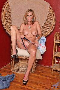 mature milf pussy pics picpost thmbs bald mature milf pussy blonde hottie pics