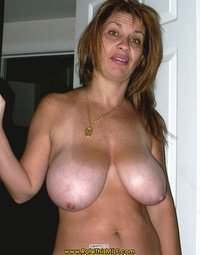 mature milf large bgmwxnxr tits hairy mature milf usemytramp escort home