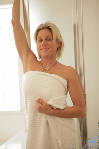 mature milfs gallery galleries payton hall milf gallery samples