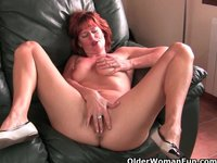 mature moms pussy watch redheaded mature mom plays nipples pussy