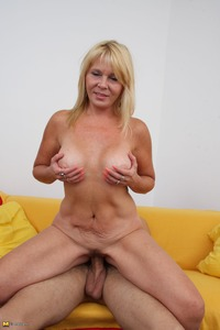 mature moms sex galleries free custom galleries gallery horny blonde housewife sucking fucking hard