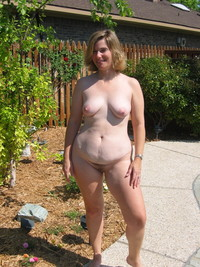 mature nude amateur porn mature nude house garden photo