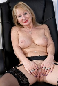 mature office porn pics amateur porn mature stockings suspenders office pictures