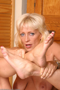 mature porn fetish angelusirae skinski mature foot worship