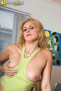 mature porn pics gallery galleries mature somethingmag dana