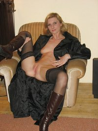 mature pussy photo pictures amateur mature wet pussy posing naked home