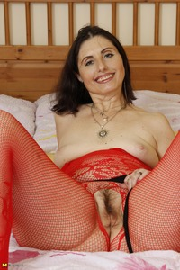 mature pussy pic streching mature pussy large toy