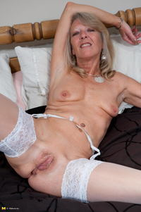 mature pussy pic eabf naughty mature slut playing wet ins