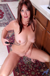 mature pussy porn pic original porngall naughty cougar fucks mature pussy kitchen utensils