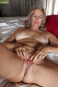 mature pussy porn pics pics galleries amateur older mom cally showing hard nipples toying dildo knees