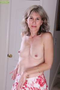 mature pussy porn pictures enqvlbg mature babe olive jones shows pantyhose that hiding pussy nude celebs
