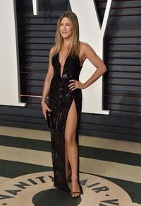 mature sexy gallery nintchdbpict tvandshowbiz jennifer aniston gets leggy sexy thigh high split dress arrives vanity fairs oscars after party