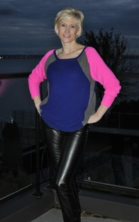 mature sexy mothers black leather pants how wear leggings beyond