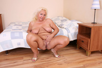 mature spreading porn pics pictures solo plump mature blonde bbw spreading wide back chubby porn