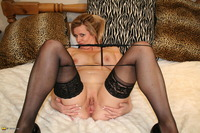 mature tit thumbs free pictures fre mature tits