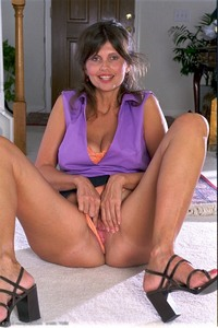 mature up skirt photos showcases torri upskirt mature amateur pussy