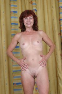 mature woman nude photos