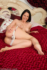 milf mature pussy pics milf porn all over beautiful pulling mature pussy