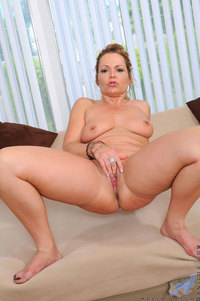 milf moms pic galleries horny mature kelly leigh dips experienced fingers hot milf pussy moms