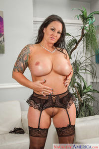 milf moms maci maguire busty tattooed mom from randy