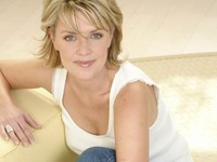 milf pic wallpapers women cleavage amanda tapping milf celebrity