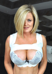 milf pic blue eyed milf flashing bra cleavage