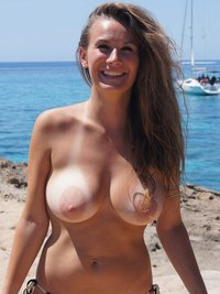 milf pics at ouwtrnh milf busty beauty beach